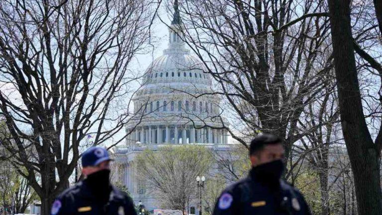 Seguridad estadounidense a las afueras del Capitolio