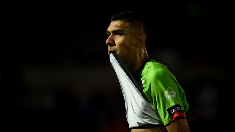 Jugador de Bravos, incrédulo ante el gol de Cruz Azul