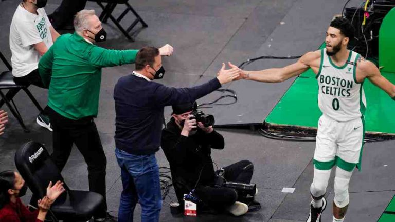 Jayson Tatum en acción con los Celtics de Boston