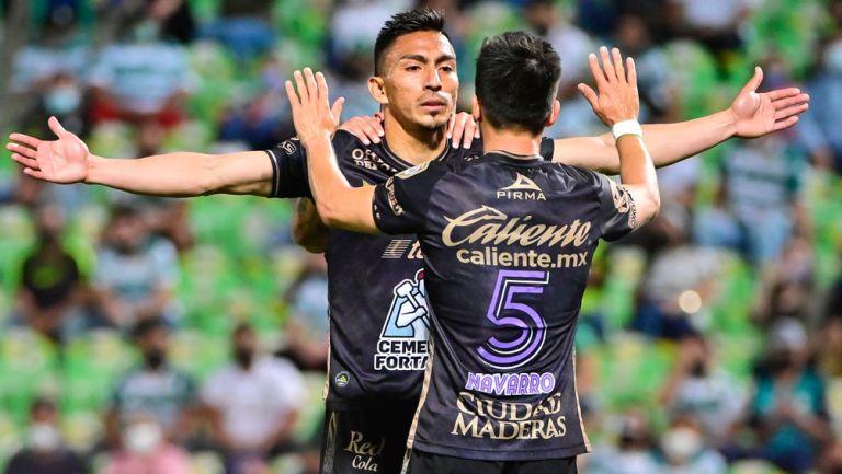 Jugadores de León, en festejo de gol