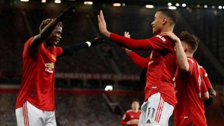 Jugadores del Manchester United festejando un gol a favor