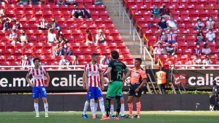 Chivas vs Santos: Grito homofóbico apareció en el Estadio Akron y se detuvo el partido
