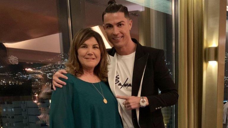 Mamá de Cristiano Ronaldo:'Me salvó la vida, me operaron en 5 minutos por una llamada de mi hijo'