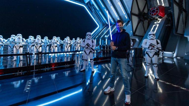 Tom Brady en su visita al Star Wars: Galaxy's Edge