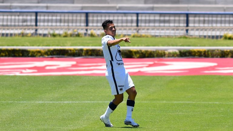 Sebastián Saucedo durante un partido con Pumas