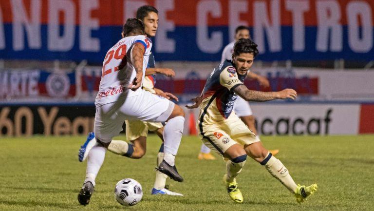Sergio Díaz en acción frente al Olimpia