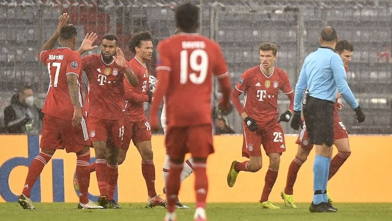Jugadores del Bayern Munich celebran gol