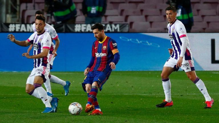 Lionel Messi en acción contra en Valladolid