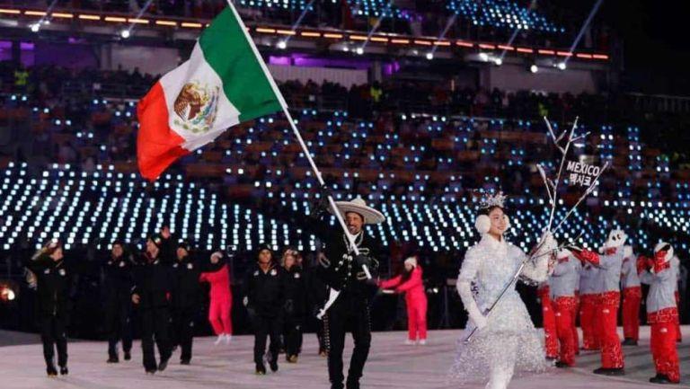 Delegación mexicana en desfile