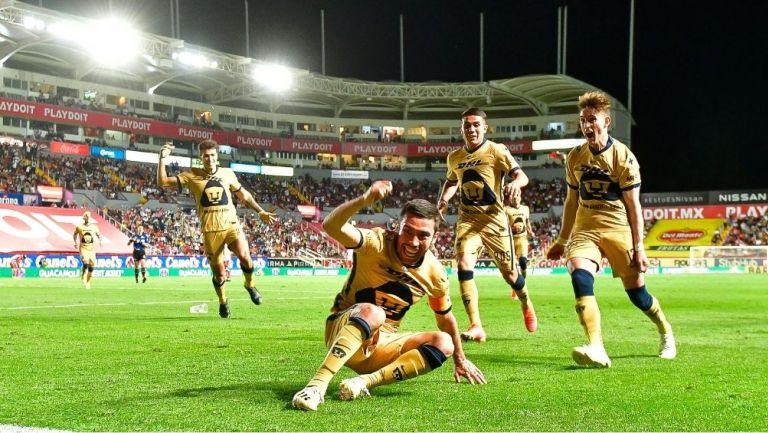 Vigón y sus compañeros festejan el gol