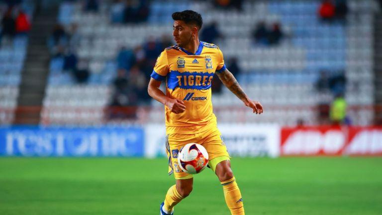 Francisco Venegas durante un partido con Tigres