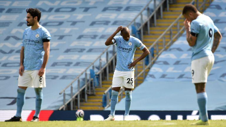 Jugadores del Man City lamentan la derrota