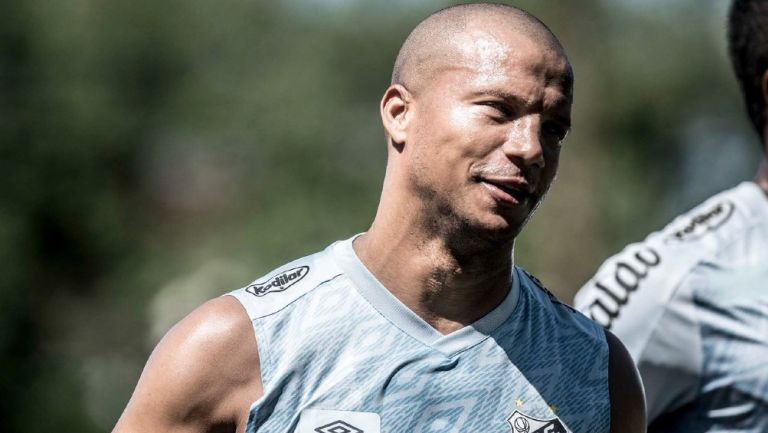 Carlos Sánchez, centrocampista del Santos Futebol Clube