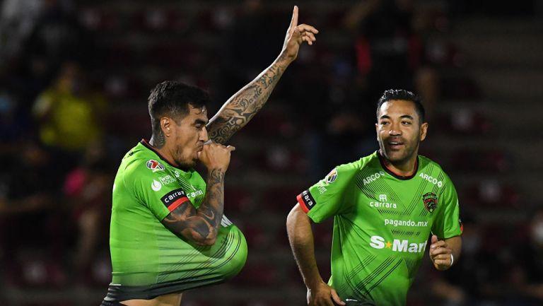 Darío Lezcano festeja su gol contra San Luis