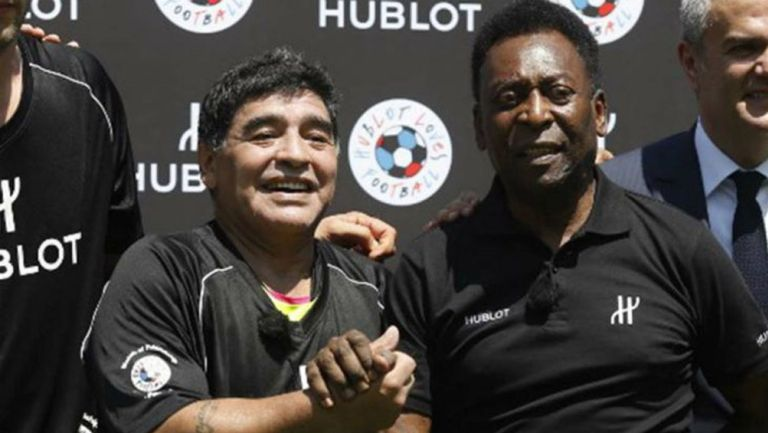 Diego Armando Maradona y Pelé en un evento público