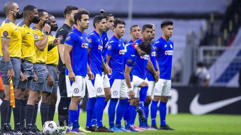 Jugadores de Cruz Azul durante un partido