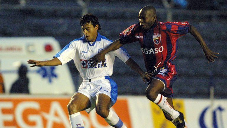 Faustino Asprilla en partido con Atlante