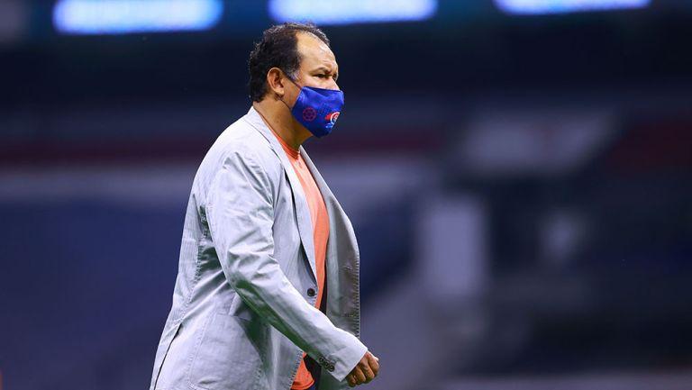 Juan Reynoso en partido con Cruz Azul