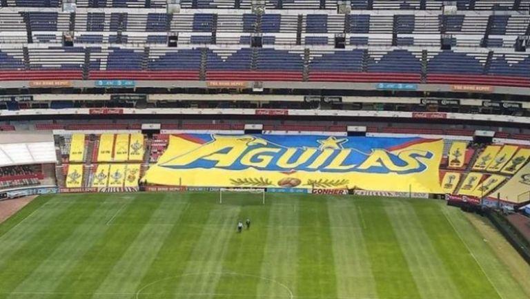 Mega manta instalada en el Estadio Azteca