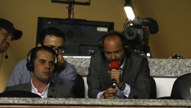 Luis García y Christian Martinoli durante una transmisión