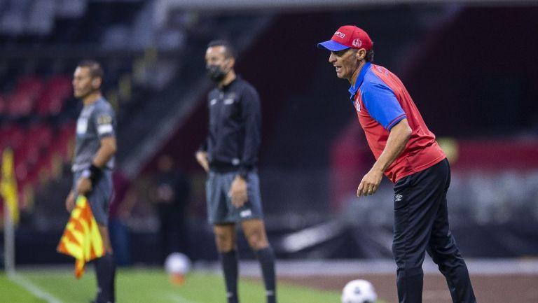 Pedro Troglio en partido contra América