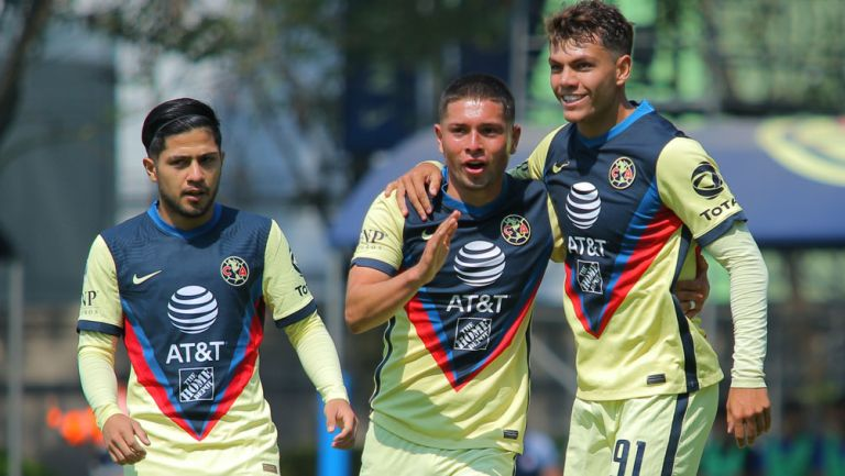 Jugadores de la Sub 20 de América festejan un gol ante La Máquina