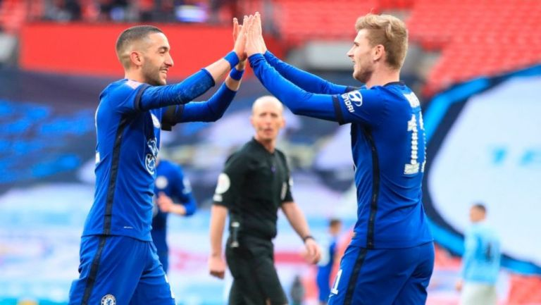 Ziyech y Timo Werner festejando el gol del Chelsea