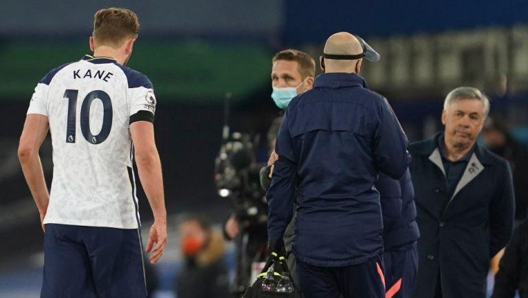 Harry Kane abandona el campo tras complicación con su tobillo frente al Everton