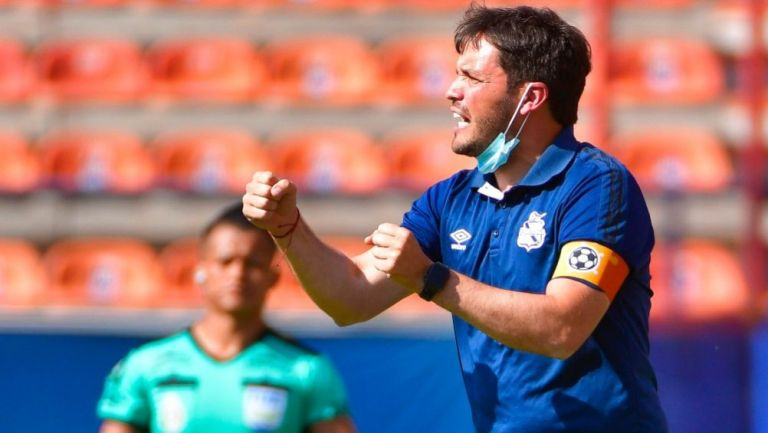 Larcamón, técnico del Puebla, en el Alfonso Lastras