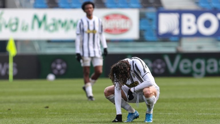Adrien Rabiot, mediocampista de Juventus, se lamenta