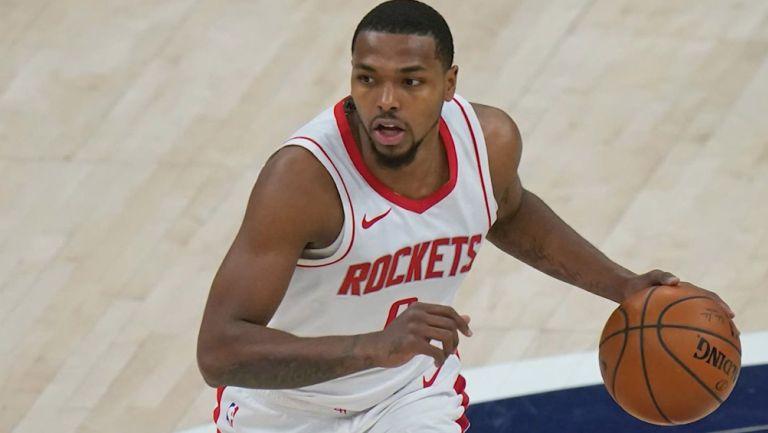 Sterling Brown durante un juego de Rockets