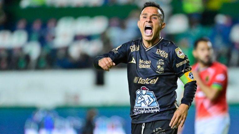Chapito Montes en festejo con León