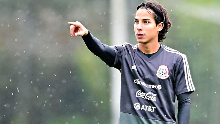 Diego Lainez, en un entrenamiento del Tri