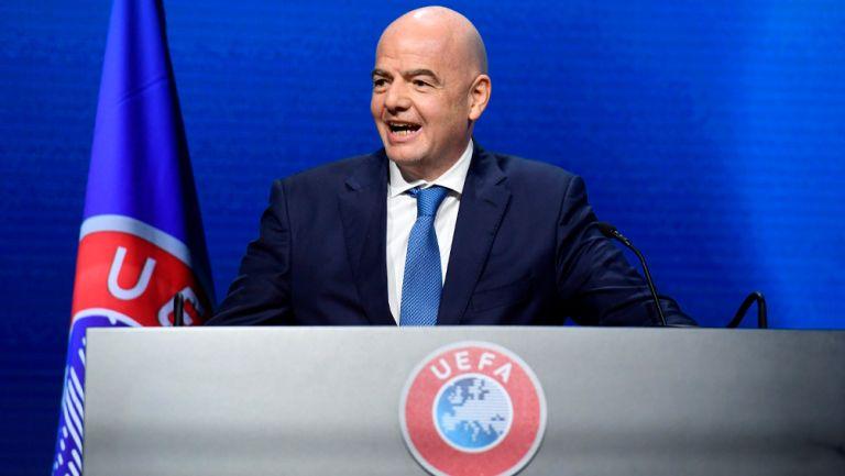 Gianni Infantino durante una reunión de la FIFA