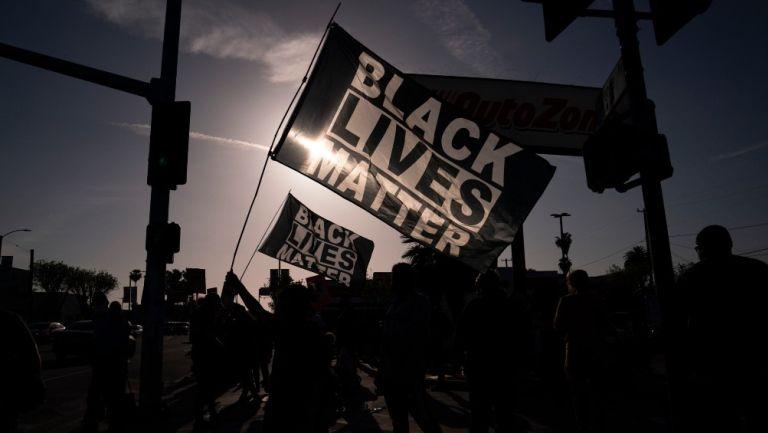 Ondean banderas en Los Ángeles tras veredicto por el caso de George Floyd