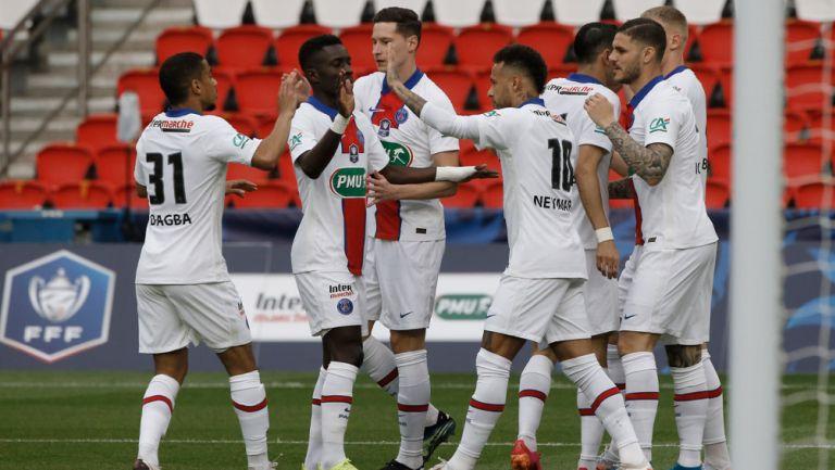 Jugadores del PSG festejan un tanto ante el Angers
