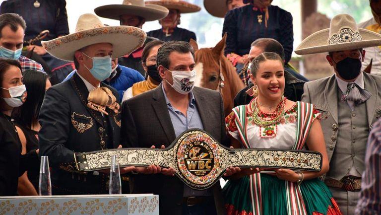 Canelo Álvarez vs Saunders: Presentan Cinturón Mestizo que obtendrá el ganador
