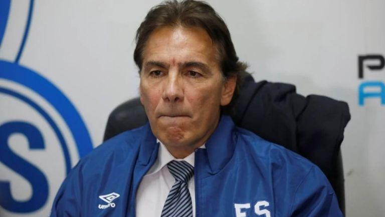 Carlos de los Cobos: El DT mexicano renunció como seleccionador de El Salvador