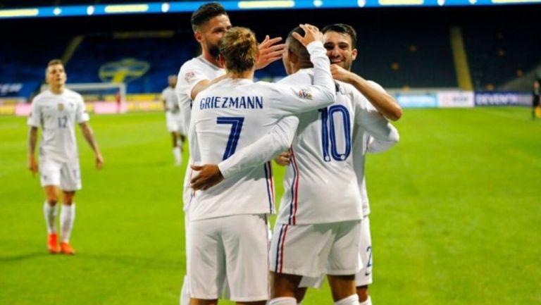 Jugadores de Francia celebran un gol ante Suecia
