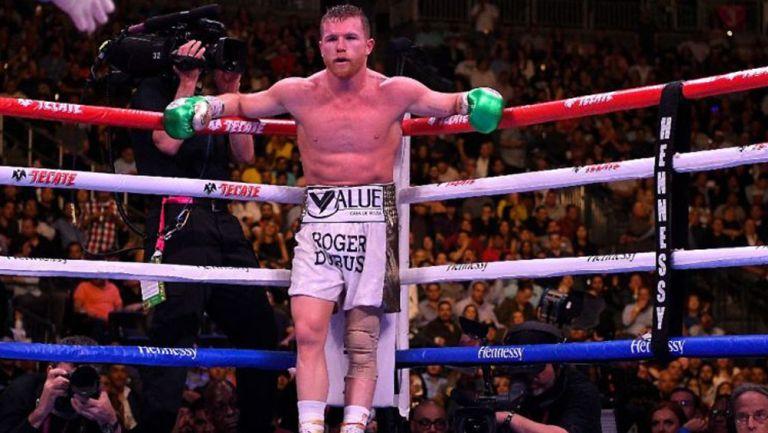 Saúl 'Canelo' Álvarez en pelea ante Callum Smith