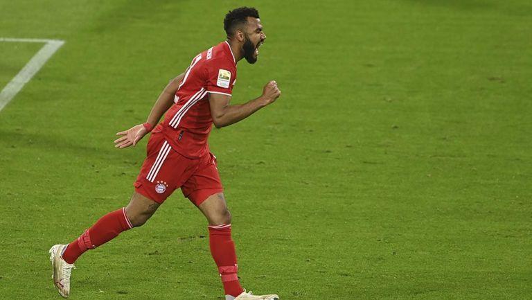 Eric Maxim Choupo festeja un gol con Bayern