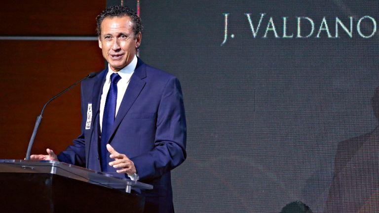 Jorge Valdano durante la ceremonia de Investidura 2017 del Salón de la Fama del Futbol Nacional e Internacional