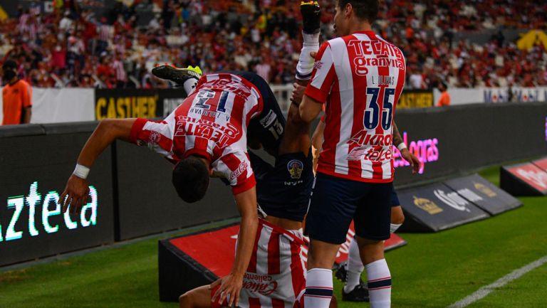 Chivas festeja gol ante Atlas