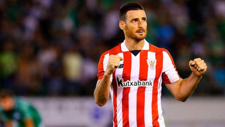 Aritz Aduriz durante un partido con el Athletic Bilbao