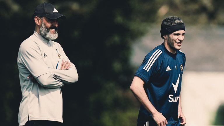 Raúl Jiménez junto a su DT Nuno Espirito Santo