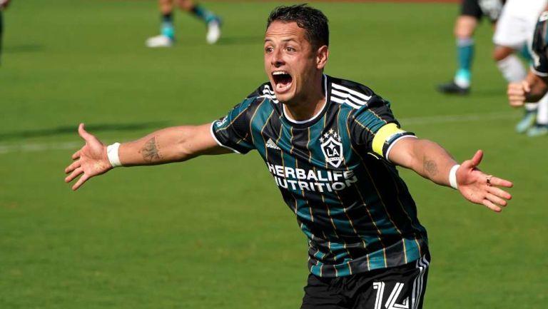 Chicharito Hernández en festejo de gol