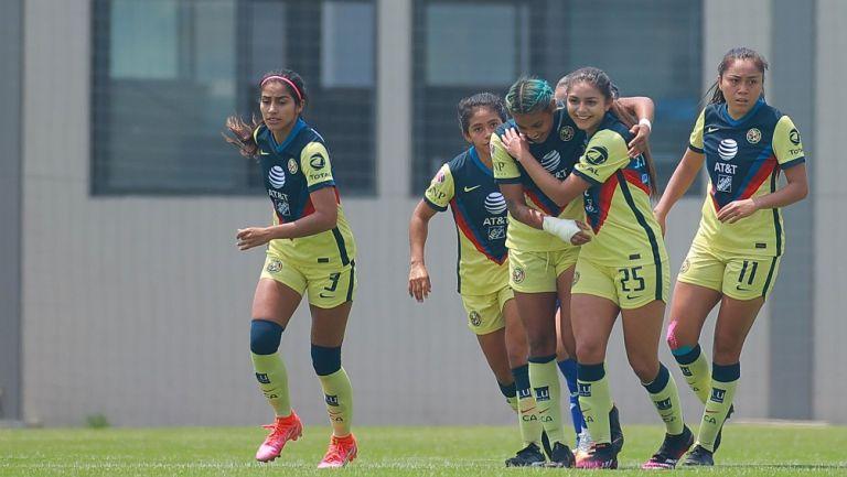 Jugadoras de América celebran gol vs Cruz Azul