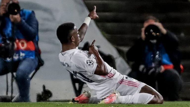 Vinicius celebra con el Real Madrid en CF de la Champions