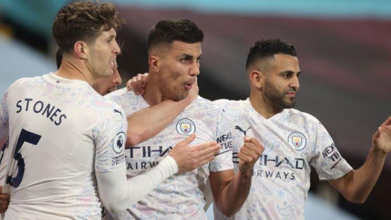 Rodri, Stones y Mahrez en festejo con Manchester City