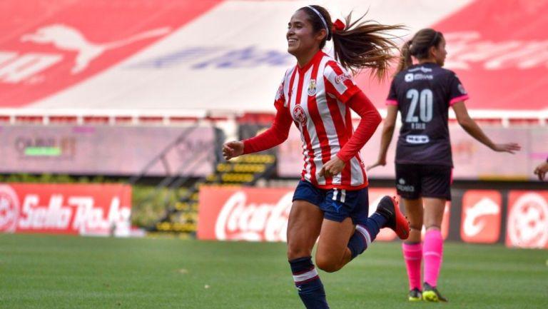 Joseline Montoya en festejo con Chivas